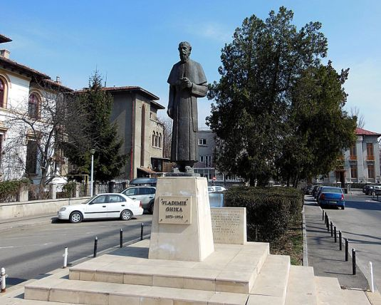 Statuia_monseniorului_Vladimir_Ghika_de_Gheorghe_D._Anghel_-_bronz